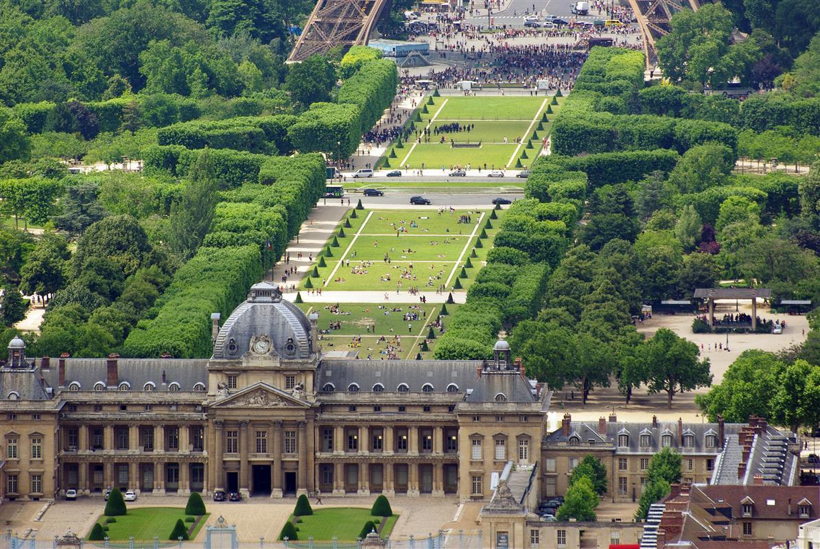 Paris 75015 Champ-de-Mars - Mesure des ondes électromagnétiques par Demain Conseils