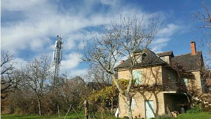 Près de Brive, mesures électromagnétiques d'une maison et jardin, par Demain Conseils